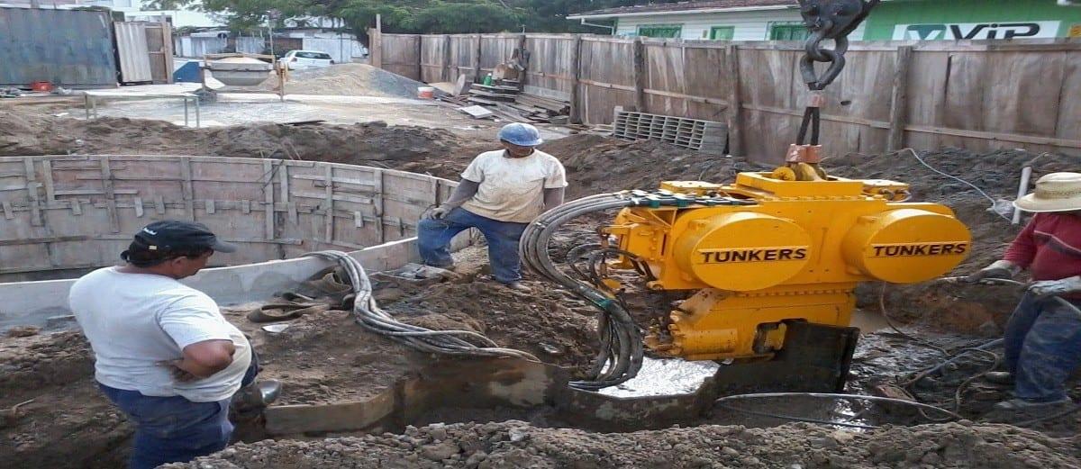 martelo vibratório para obras ambientais da marca tunkers