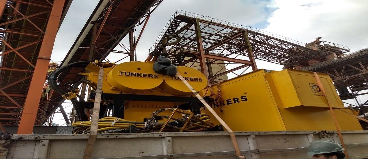 martelo virbratório da marca tunkers usado na engenharia civill